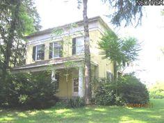 Love this plantation house.