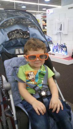 Giorgos wears 3D glasses