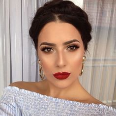 Rote Lippen, braune Augen, tolles Make-up. - - - up LippenYou can find Dupes and more on our website.Rote Lippen, braune Augen, tolles Make-up. - - - up Lippen Red Lips Makeup Look, Glam Makeup, Makeup Inspo, Makeup Inspiration, Hair Makeup, Red Lipstick Makeup, Makeup For Tanned Skin, Brow Eyes Makeup, Bridal Makeup Red Lips