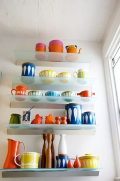 Lisa Congdon House Tour: An enviable collection of vintage enamel kitchenware which Lisa has collected over the years. Kitchen Items, Kitchen Dining, Kitchen Decor, Kitchen Ware, Kitchen Spotlights, Vintage Kitchenware, Vintage Plates, Vintage Tins, Vintage Dishes