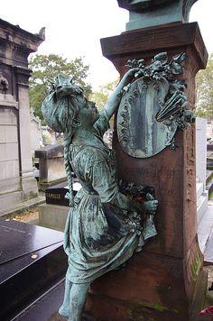 Rainbows Of The Mind — x-heesy: Unusual monuments of world cemeteries 🌎 Cemetery Monuments, Cemetery Statues, Cemetery Headstones, Old Cemeteries, Cemetery Art, Angel Statues, Graveyards, Recoleta Cemetery, Unusual Headstones