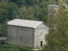 chiesa sconsacrata sulle rive del lago isola santa