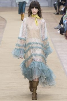 Chloé Fall 2016 Ready-to-Wear Collection Photos - Vogue Fashion Week Paris, Runway Fashion, High Fashion, Fashion Show, Fashion News, Latest Fashion, Chloe, Vogue, Fashion Details
