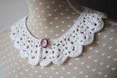 Col blanc vintage réalisé au crochet. : Echarpe, foulard, cravate par lescreationsdegaelle