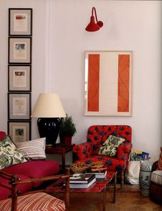 Frames in a vertical line for a narrow wall. 10 Styling Lessons from Jeffrey Bilhuber | Maria Killam | True Colour Expert | Decorator