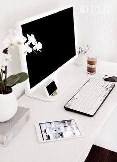 Minimalist Home Office Desk - Minimalist Interior Design Office Nook, Home Office Space, Home Office Desks, Office Decor, Office Ideas, Office Inspo, Cozy Office, Kitchen Office, Desk Space