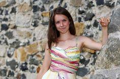 Společenské hedvábné šaty pro vílu na zakázku