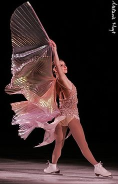 Figure skating star Sasha Cohen, wings added to anything equals AMAZING Tonya Harding, Skate 3, Figure Skating Costumes, Ice Skaters, Ice Dance, Figure Skating Dresses, Ballet, Beautiful Figure, Roller Skating