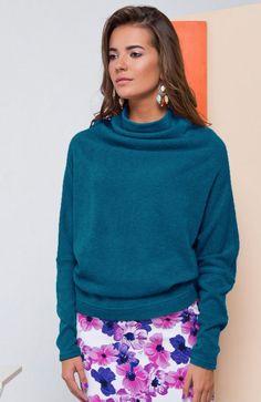 Cover GR1631 sweter niebieski Rewelacyjny sweter damski, wykonany w ciepłej i przyjemnej dzianiny, góra wykończona golfem