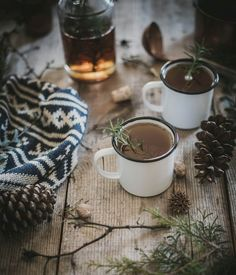 Hot Buttered Fig + Rosemary Bourbon Cider recipe by local milk} Noel Christmas, Winter Christmas, Hygge Christmas, Christmas Feeling, Christmas Drinks, Rustic Christmas, Bourbon Cider Recipe, Local Milk, Scandinavian Christmas