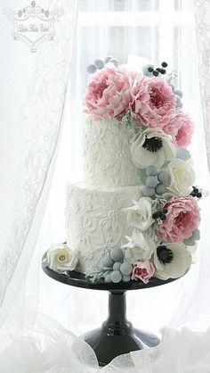 Wedding Cake Sugar Flowers by Leslea Matsis. Amazing Wedding Cakes, Wedding Cakes With Flowers, Amazing Cakes, Cake With Flowers, Gorgeous Cakes, Pretty Cakes, Gateaux Cake, Wedding Cake Inspiration, Wedding Ideas