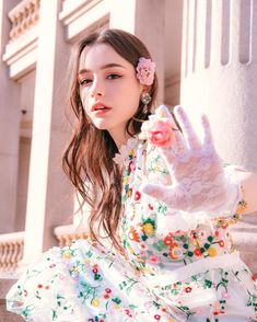 """""""You may talk to the Hand"""" Beauty Pretty People, Beautiful People, Photographie Portrait Inspiration, Western Girl, Beautiful Girl Image, Girl Poses, Girls Image, Girl Face, Ulzzang Girl"""