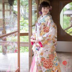 Traditional Wedding Attire, Traditional Dresses, Kimono Design, Japanese Wedding, Japanese Characters, Geisha, Wedding Styles, Tulle, Wedding Dresses
