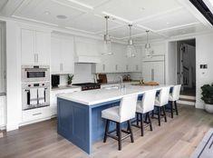 California Beach House Interior Design Ideas White kitchen with blue island This white kitchen with California Beach, Southern California, Cocinas Kitchen, Kitchen Trends, Kitchen Ideas, Luxury Interior Design, Interior Ideas, Visual Comfort, Coastal Homes