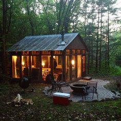 From Sweden to Colorado, Slovenia to Wisconsin, here are seven stunning, minimalist cabins where you can escape civilization. Winter Cabin Rentals, Cabin Chic, Glass Cabin, Glass House, Apple Wine, Honeymoon Cabin, Cabins In Wisconsin, Cabin Fever, Getaway Cabins