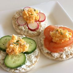 ❝Lunchtime! Rice cakes with cottage cheese, cucumber, tomato, radish and egg salad. :)❞