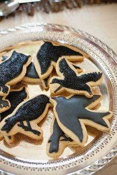 """Have to for Halloween! Cookies don't get creepier than black Ravens from everyone's the Alfred Hitchcock classic, """"The Birds."""" These dark treats are sure to satisfy your sweet tooth and classic movie craving at the same time! Plat Halloween, Dessert Halloween, Fete Halloween, Halloween Cookies, Halloween Treats, Happy Halloween, Halloween Images, Spooky Halloween, Halloween Raven"""
