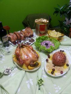 Ceia de natal - Chester, presunto, farofa de frutas, rabanadas, saladas e Panetone.