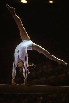 Gymnastics History, Gymnastics Pictures, Sport Gymnastics, Olympic Gymnastics, Olympic Sports, Tokyo Olympics, Summer Olympics, Nadia Comaneci Perfect 10, Famous Gymnasts