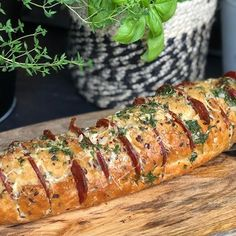 Spaans gevuld stokbrood met chorizo van de bbq - Familie over de kook Bbq Pork, Bbq Grill, Barbecue, Good Food, Yummy Food, Antipasto, Party Snacks, Food For Thought, Pasta Recipes