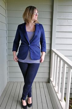 Blixen Blazer jacket PDF sewing pattern for women in sizes 0-16 / 30-46 is a beautiful jacket with classic details such as notched collar, welt pockets, two piece sleeve, side panel and lining. The instructions are comprehensive and fully illustrated,