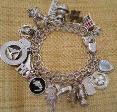 Beautiful-Vintage-Sterling-Silver-Charm-Bracelet-LOADED-WITH-CHARMS