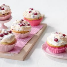 ESSEN & TRINKEN - Johannisbeer-Baiser-Muffins Rezept