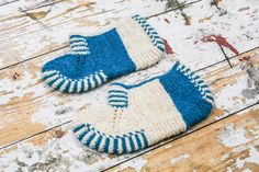 These women's socks slippers are knitted from 100% wool. They are warm and very cozy. This is a great gift idea. Can be hand wash or gentle in cool water.  Size: EUR 39 READY TO SHIP*  100% Wool Yarn 100% Handmade  If you would like me to knit you some socks or have any questions please c...