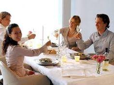 Vrienden uitnodigen om lekker te komen eten.