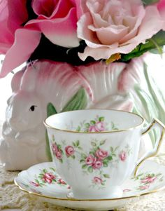 teatime.quenalbertini: Teacup and roses