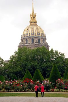 Musée Rodin | A view of the gilded dome of Les Invalides from the rose garden of the Rodin Museum.