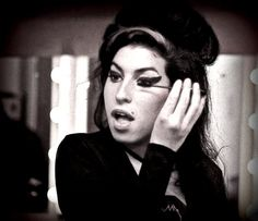 Amy Pic Posting for Fun! - Page 735 - Anything Amy Amy Winehouse Makeup, Amazing Amy, Her Music, Beautiful Soul, Aesthetic Pictures, Celebrities, Shipping Wine, Indiana, Queens