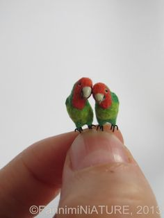 dollhouse miniature rosy-faced lovebirds 1:12 scale hand sculpted