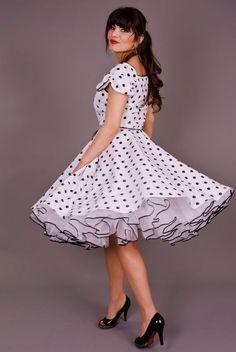 Retro White & Black Polka Dot Swing Dress with White Petticoat. 50s Dresses, Pretty Dresses, Vintage Dresses, Beautiful Dresses, Vintage Outfits, Rockabilly Fashion, Retro Fashion, Vintage Fashion, Dot Dress