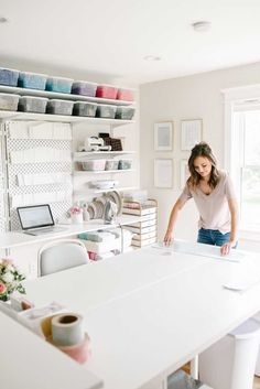 Ikea Craft Room, Craft Room Decor, Craft Room Storage, Craft Room Tables, White Craft Room, Craft Table Ikea, Sewing Room Storage, Storage Ideas, Sewing Room Design