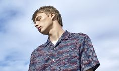 Brand: Uniqlo U (by Christopher Lemaire)Season: Sping/Summer 2017Key Looks: The lightweight, neutral-hued oversized coat in Lemaire's signature futuristic cut, the open-collar camp shirt, and the …