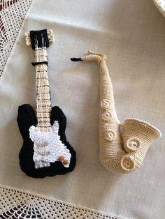 Chitarra elettrica e sax all'uncinetto