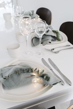 Table setting with linen and eucalyptus by Lisbet e. Grey Wedding Decor, Noel Christmas, Xmas, Minimalist Christmas, Birthday Table, Christmas Table Settings, Fall Table, Deco Table, Decoration Table