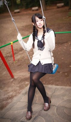 School girl and swing Japanese School Uniform, School Uniform Girls, Girls Uniforms, School Girl Japan, Japan Girl, Sexy Asian Girls, Beautiful Asian Girls, Cosplay, Kawai Japan