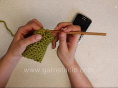 DROPS Crocheting videos: How to make a cellphone cozy