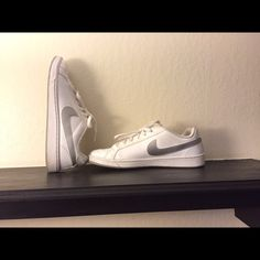 White nike Used but good condition Nike Shoes Athletic Shoes