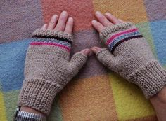 How fingerless gloves are knitted - Knitting 2019 - 2020 Medical Malpractice Lawyers, Fingerless Gloves Knitted, Bowling Shirts, Good Tutorials, Baby Knitting Patterns, Knitting Needles, Easy Crochet, Vintage Patterns, Arm Warmers