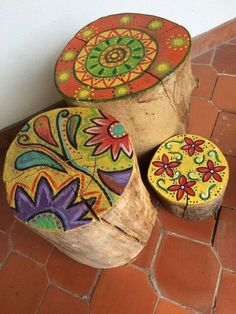 I'm so glad we saved those tree cuts! They're just starting to shed their bark now, but I'd love to paint them like this! I& so glad we saved those tree cuts! They& just starting to shed their bark now, but I& love to paint them like this! Funky Furniture, Painted Furniture, Hand Painted Chairs, Painted Stools, Painted Wood, Furniture Ideas, Wood Stumps, Tree Stumps, Wood Logs