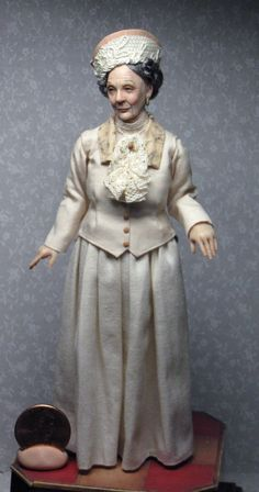This little lady was inspired by Granny on Downton Abbey. Art doll minature by Sharon Cariola. Dollhouse Dolls, Miniature Dolls, Dollhouse Miniatures, Miniature Tutorials, Downton Abbey, Ooak Dolls, Art Dolls, Realistic Dolls, Polymer Clay Dolls