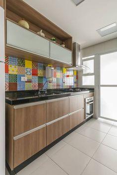 Cozinha : Cozinhas modernas por Sandra Pompermayer Arquitetura e Interiores
