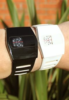 Set+of+2+Retro+Dial+Display+Watches