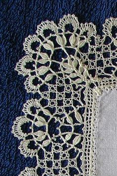 Leaf Tallies in Bobbin Lace - video  http://apinnick.wordpress.com/2009/09/09/leaf-tallies-in-bobbin-lace/