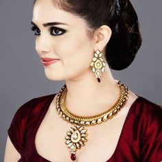 Featuring this Bold Ribbed Hasli Necklace set in our wide range of Sets. Grab yourself one. Now!