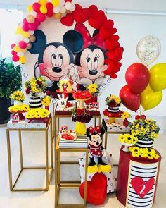 Encanto de festa no tma Mickey e Minnie! Theme Mickey, Minnie Mouse Theme Party, Fiesta Mickey Mouse, Minnie Mouse Baby Shower, Mickey Mouse Parties, Baby Mickey, Mickey Party, Mickey Mouse Birthday, Birthday Party Decorations