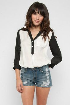 Can get this top (or a freakishly similar one) at:  http://www.modcloth.com/shop/blouses/pam-breeze-ly-tunic-in-black-and-white#